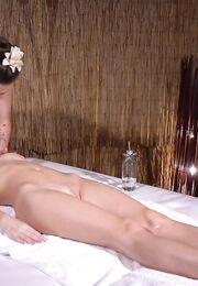 Порно в массажном салоне