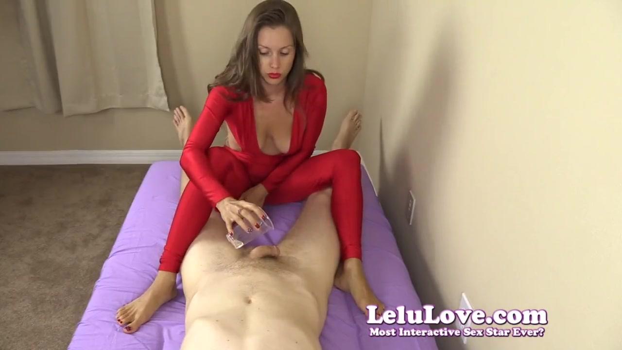 Видео женщина играет с мужским членом — img 13
