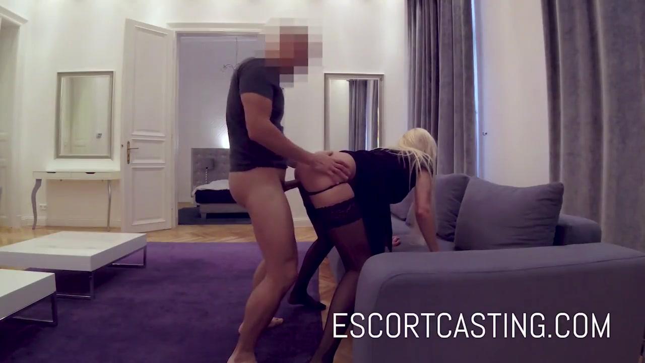 pryamo-v-ofise-blondinka-porno-skritaya