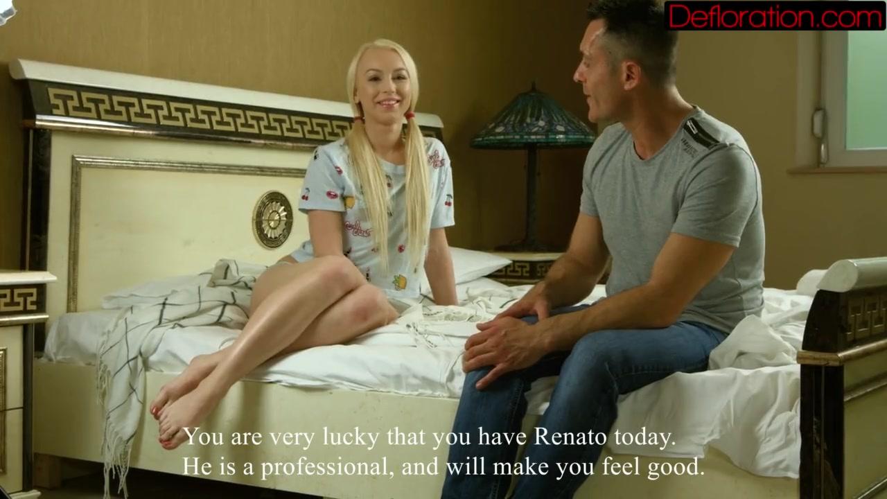 Скромная блондиночка видео