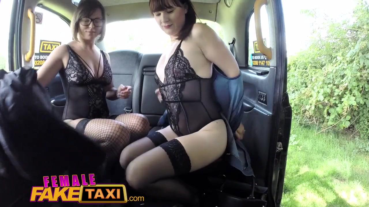 Четыре лесбиянки в машине