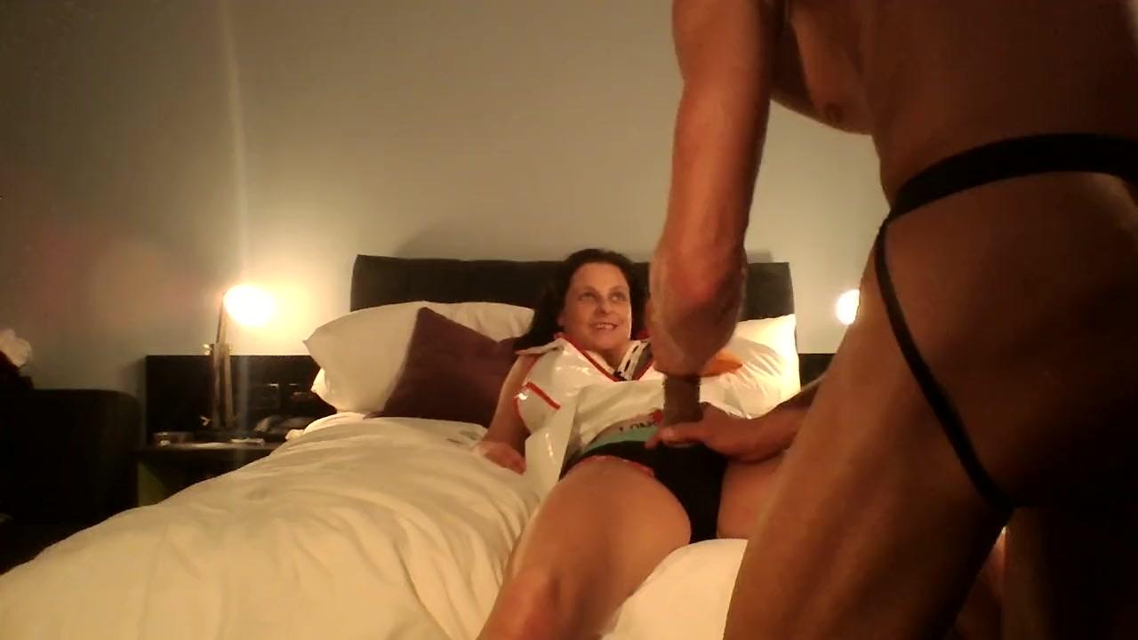 Медсестры лизбиянки играют в секс видео