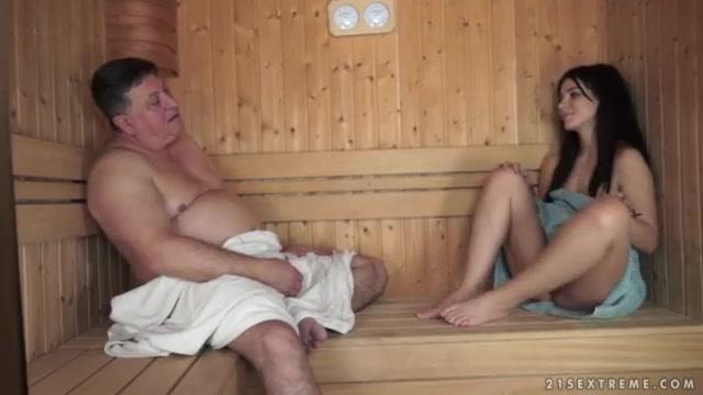 Русское порно дед наказал внучку за мастурбацию