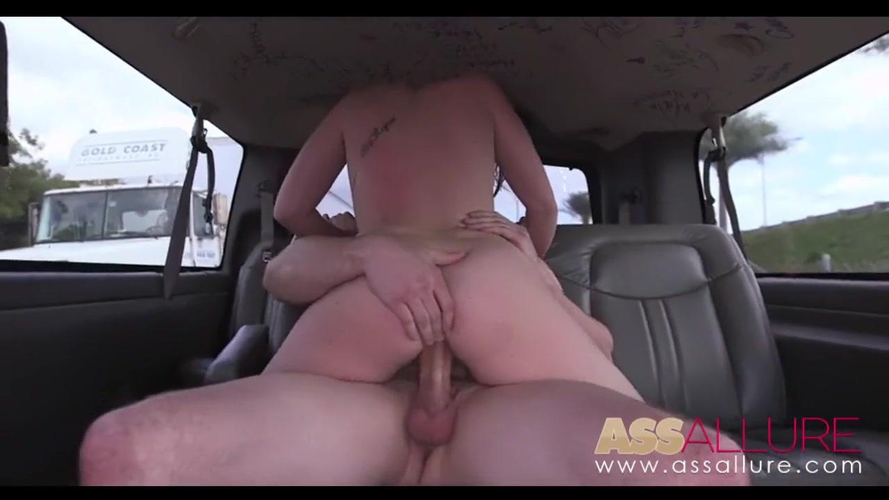 Порно видео ехали в машине и не удержались