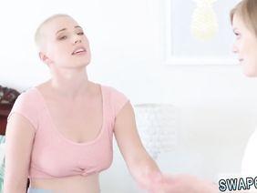 Смотреть порно ролик жена показывает мужу какое купила нижнее белье, привлекательные симпатичные девчонки фото