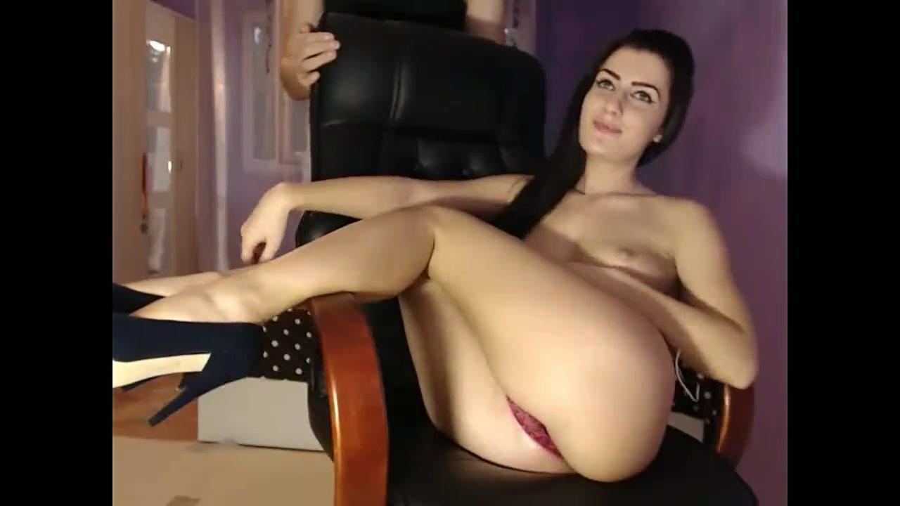 девушка раздевается перед камерой порно фото