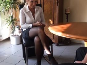 Девушка пришла устраиваться на работу видео фильм устроилась в морг девушка на работу