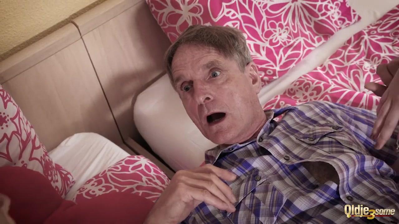 Отец и дед трахают внучку видео