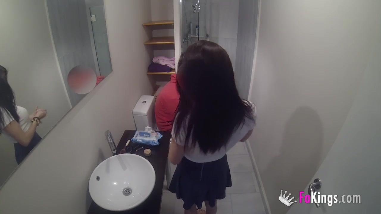 Парень с девушкой записали секс на видео камеру