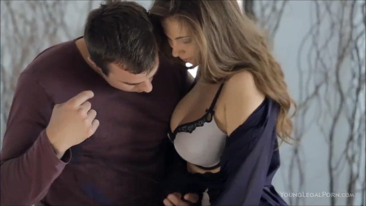 Толстых двое мужчин целуют в сиськи женщины откровенные личные фото