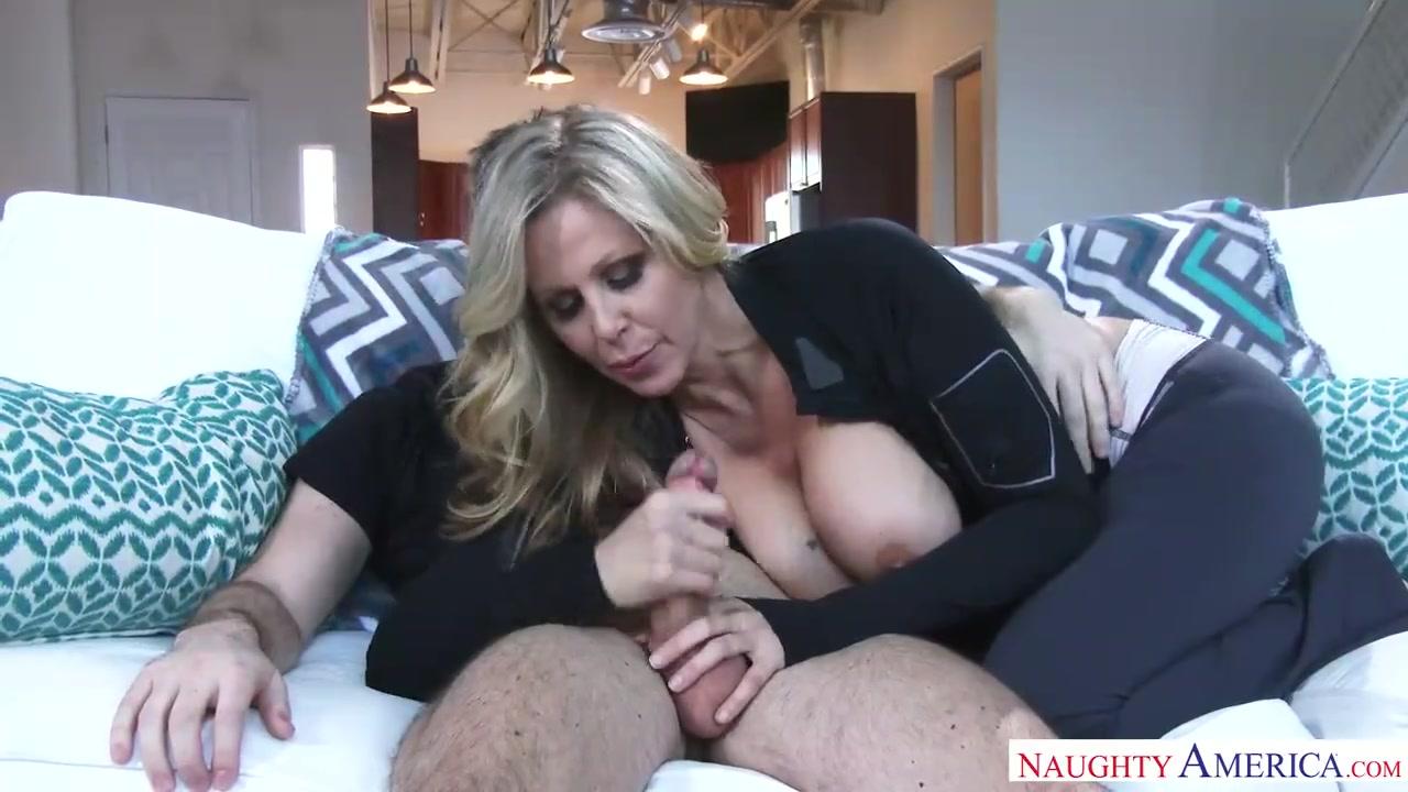 Порно с учительницей и учеником на диване