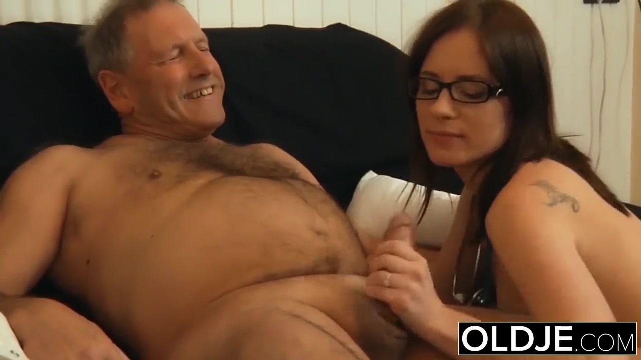 Порно пожилой с девушкой