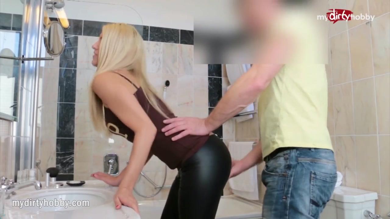 Порно видео все в сперме в туалете