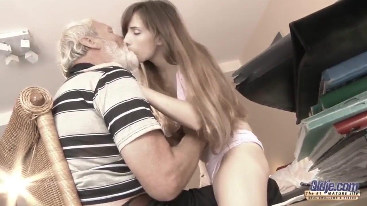 Секс дед кончил в внучку