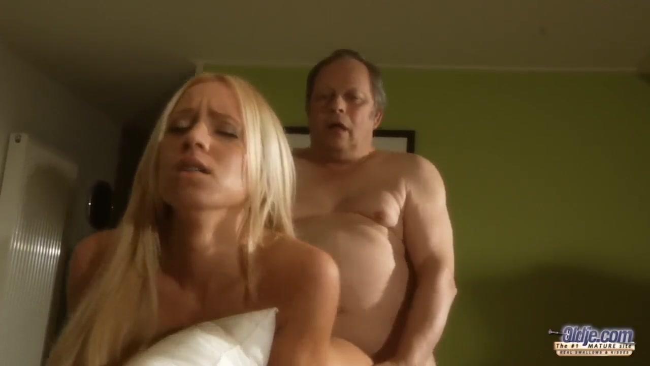 Уговорил невесту порно