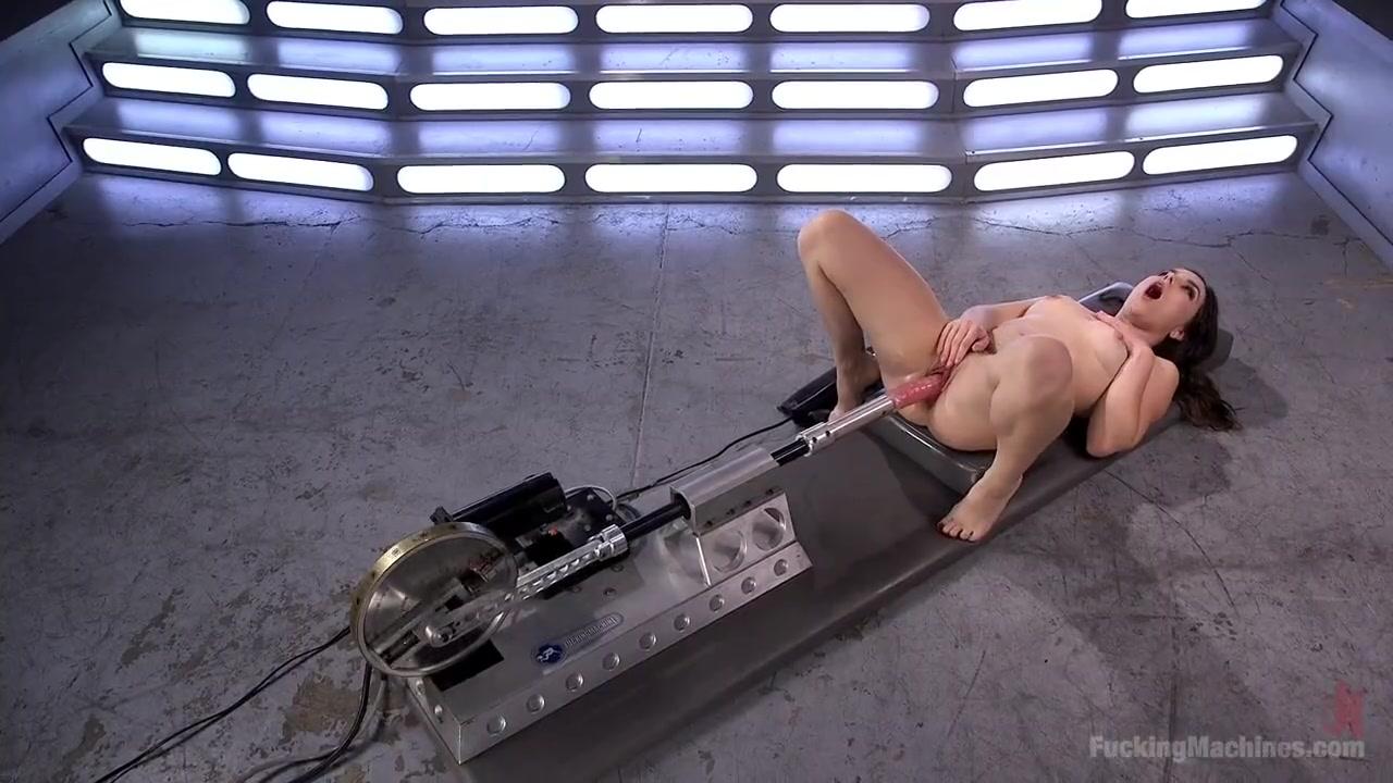 Сквирт с новой секс игрушкой