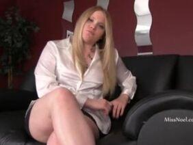 Порно - Сочная Eva Karera Любит Туалетные Члены Из Дырок В Стене