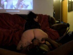 Мамка с мужчиной от первого лица снимают любительское порно