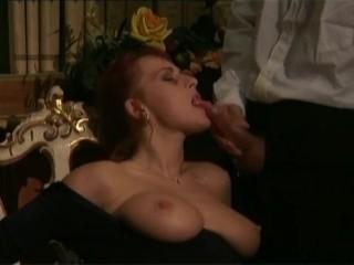 Домашняя анальная мастурбация блондинки использовавшей огромный фаллос