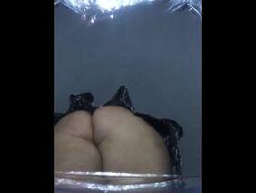 Эшли Лане лижет яйца во время секса и получает на лицо сперму