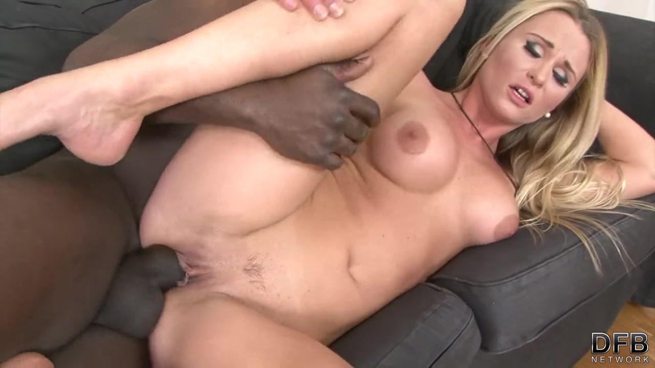 Групповое порно негров с белой сучкой