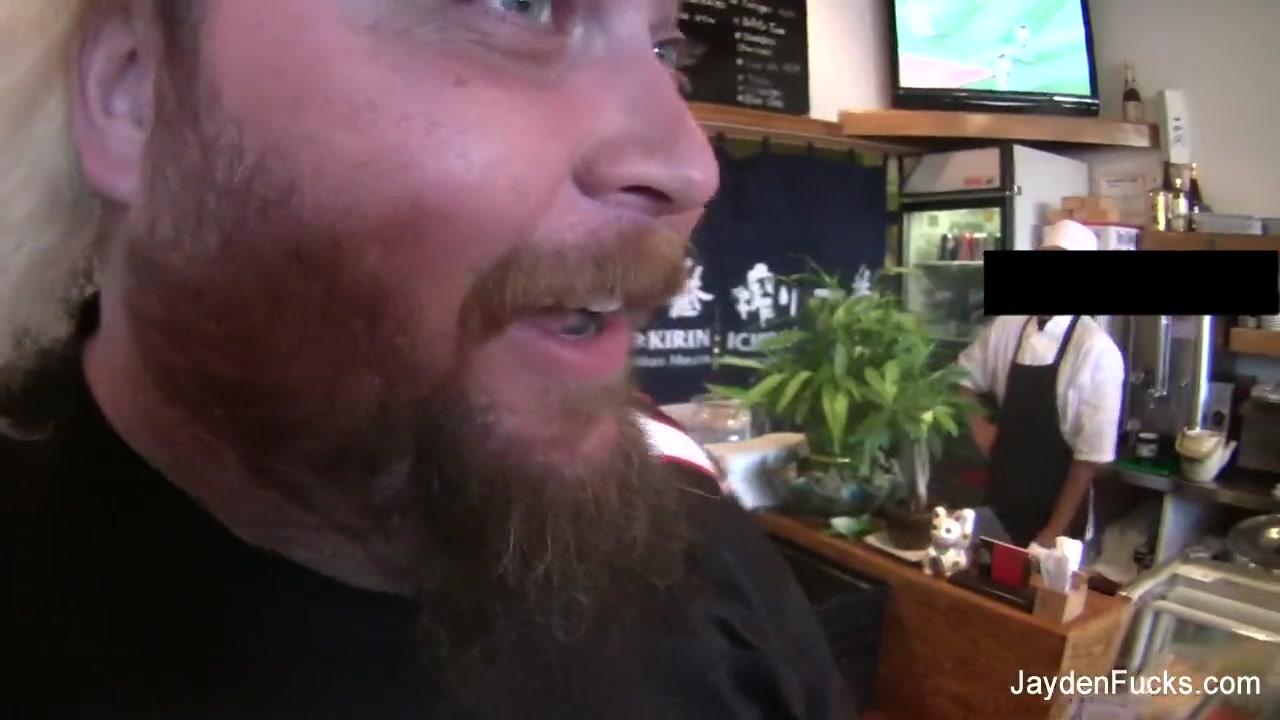 Ласкает парня порно онлайн трахнул в кафе при людях гоу хабаровск секс
