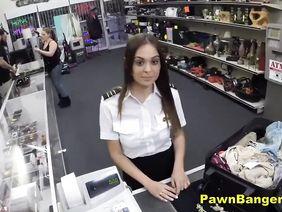 Первоклашек ебут в туалете видео
