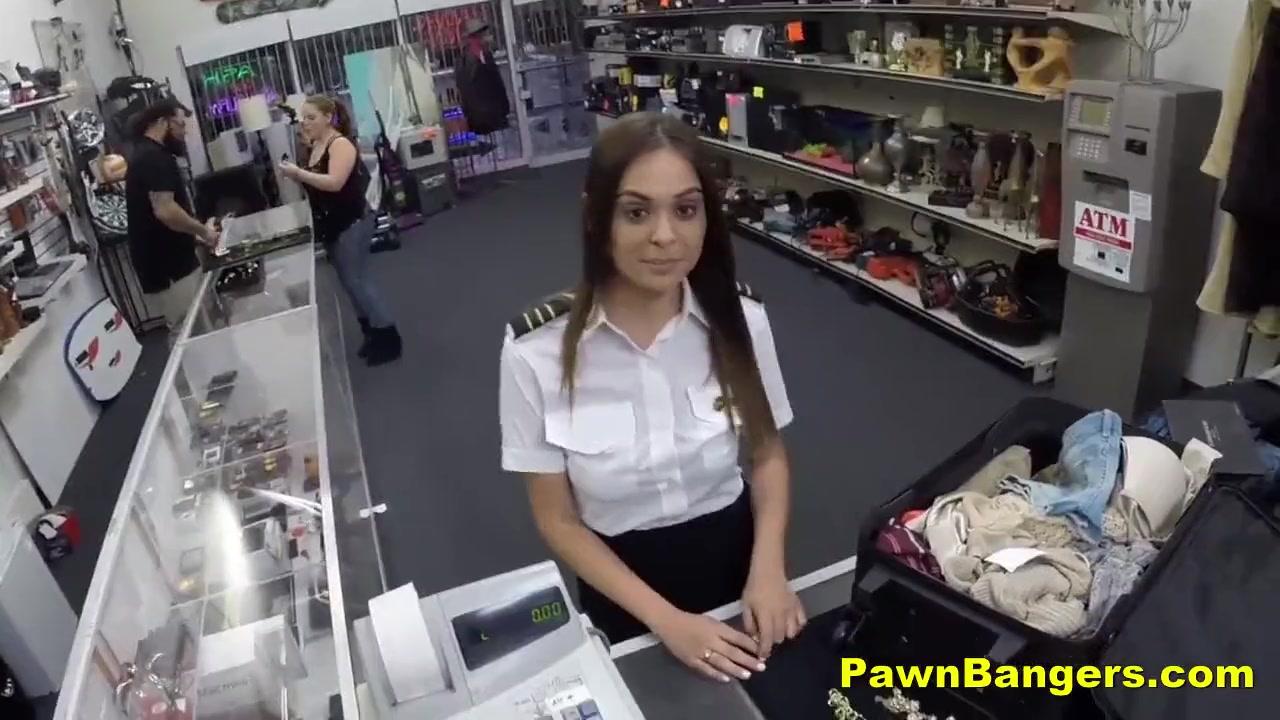 Порно в туалете аэропорта внуково