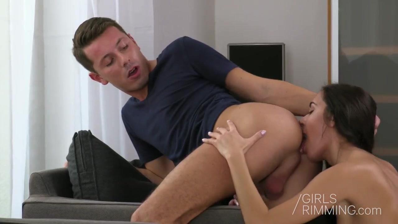 Порно видео мастурбирует анал и сосёт