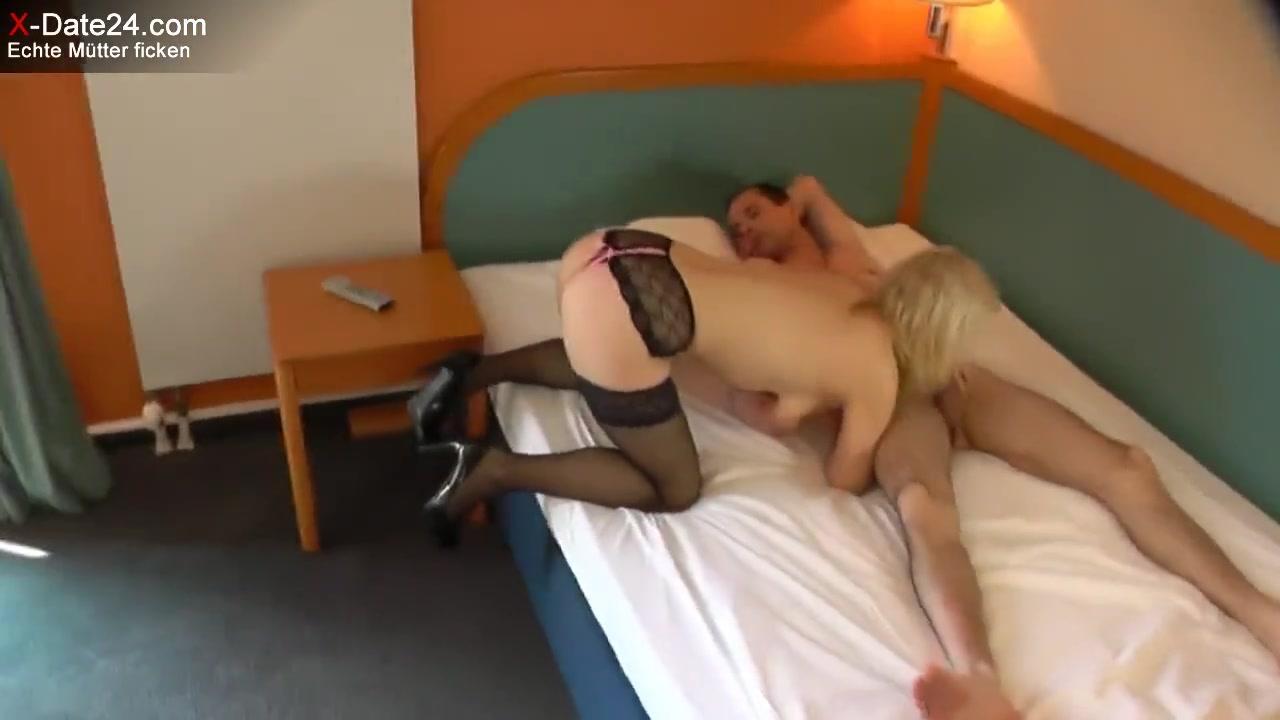 Зрелая изменяет в отеле порно