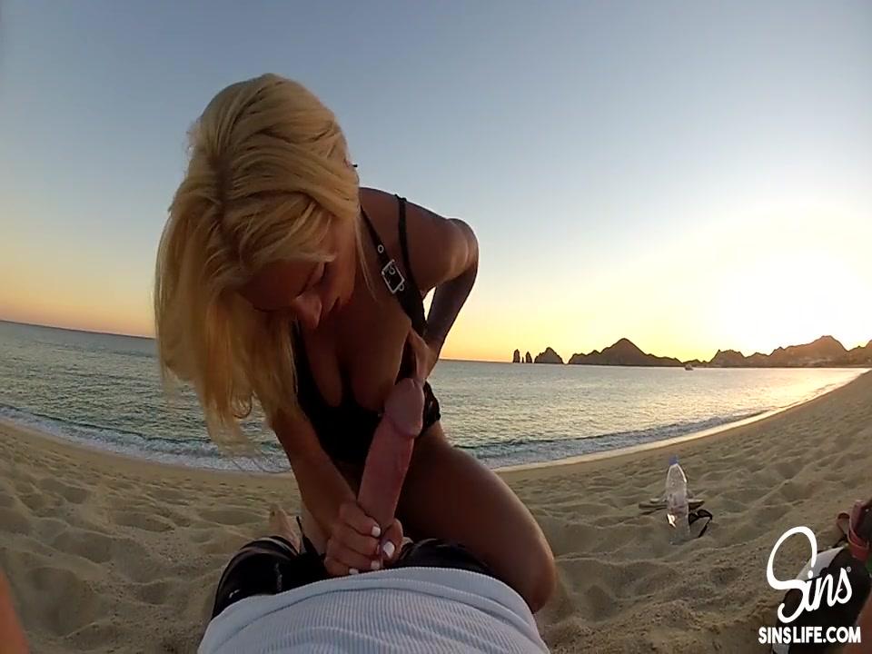 Парень трахнул пьяную девушку на пляже видео