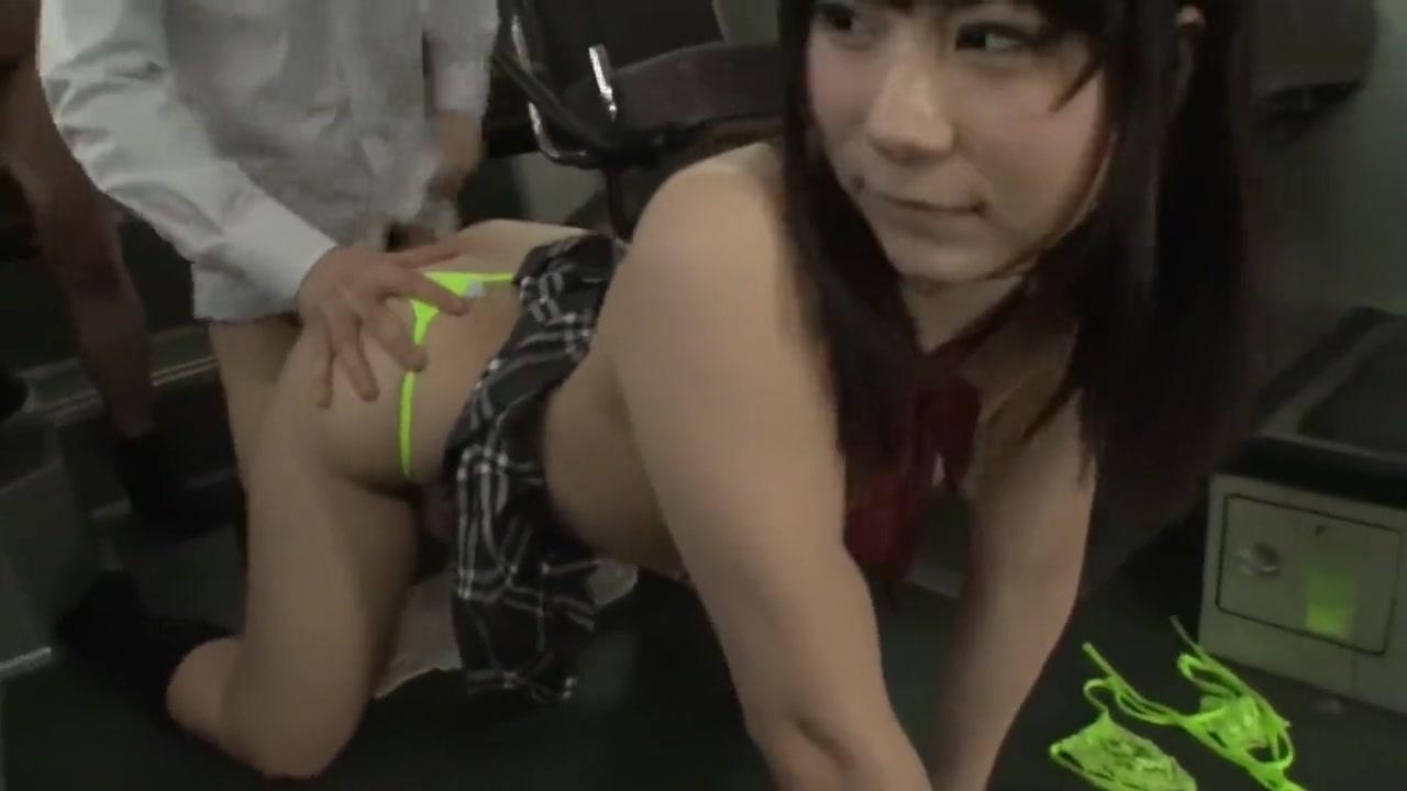 Порно в автобусе с китоянкой