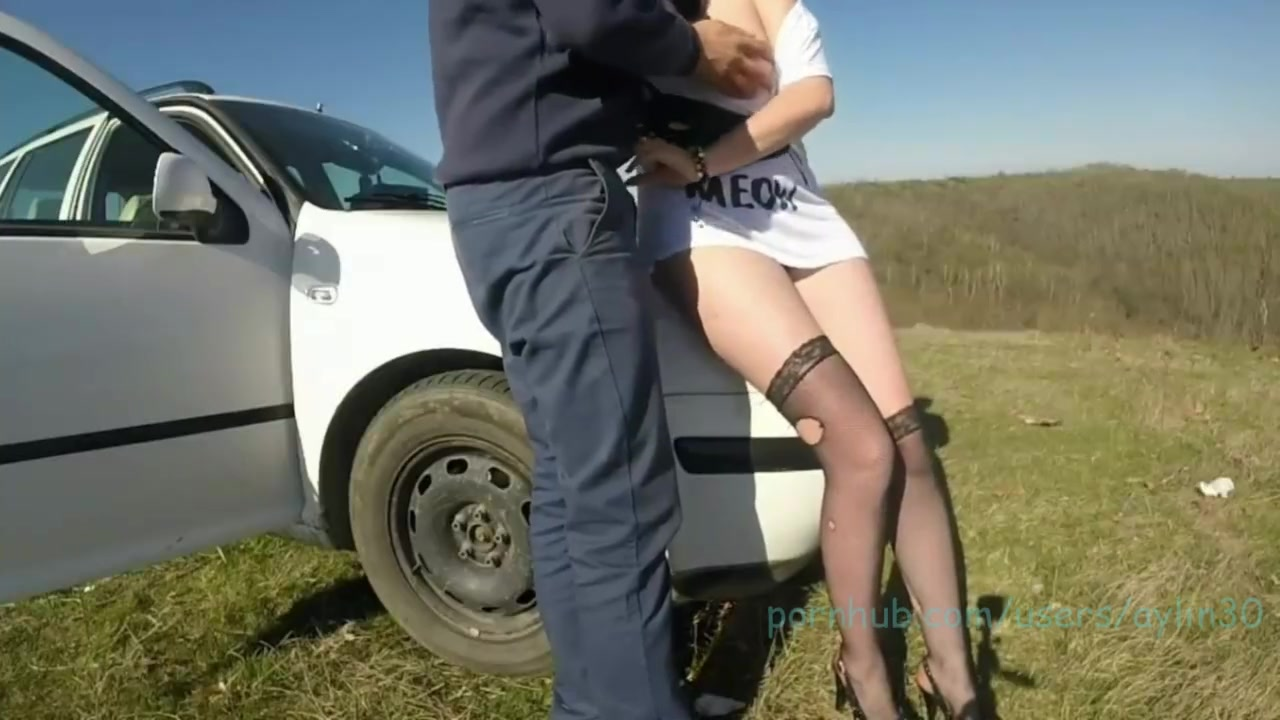 Смотреть порно онлайн на капоте машины