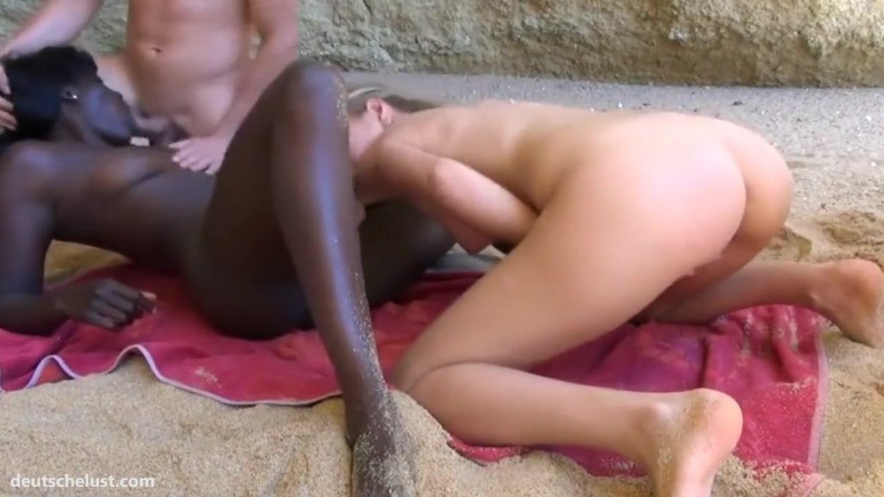 Негритянка вылизывает у подруги муж секс домашний