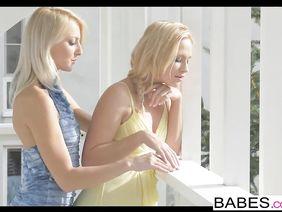 Горячая Лесбиянка Dolly Darkley А Фотографии Кусает Соски У Подружки  И Вылизывает Ее Киску Порно Фото