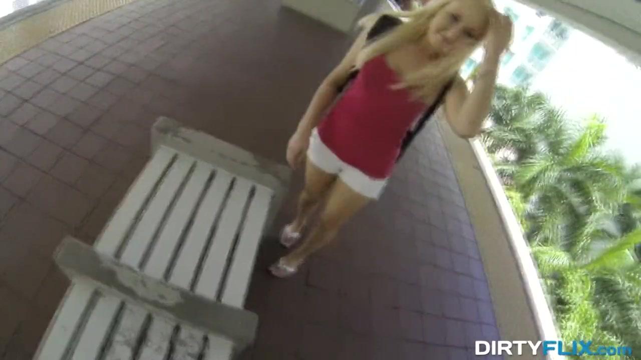 Порно онлайн он трахнул ее на остановке когда шел дождь, порно видео симона пич ганг банг
