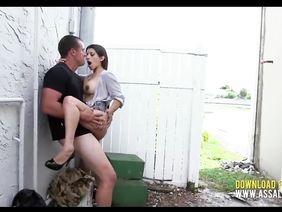 posteli-trah-na-ulitse-s-neznakomimi-film