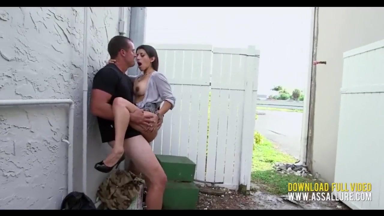 Развратный секс на людях видео