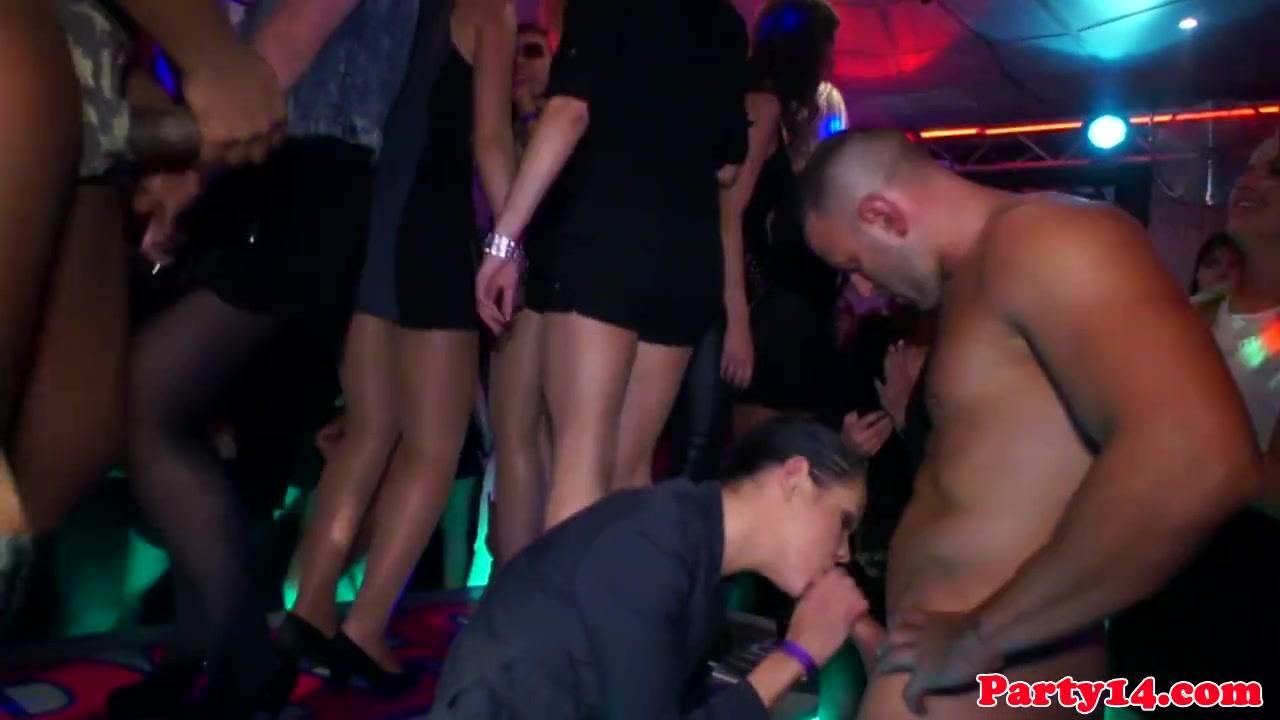 Смотреть групповуха со стриптизёрами в клубе