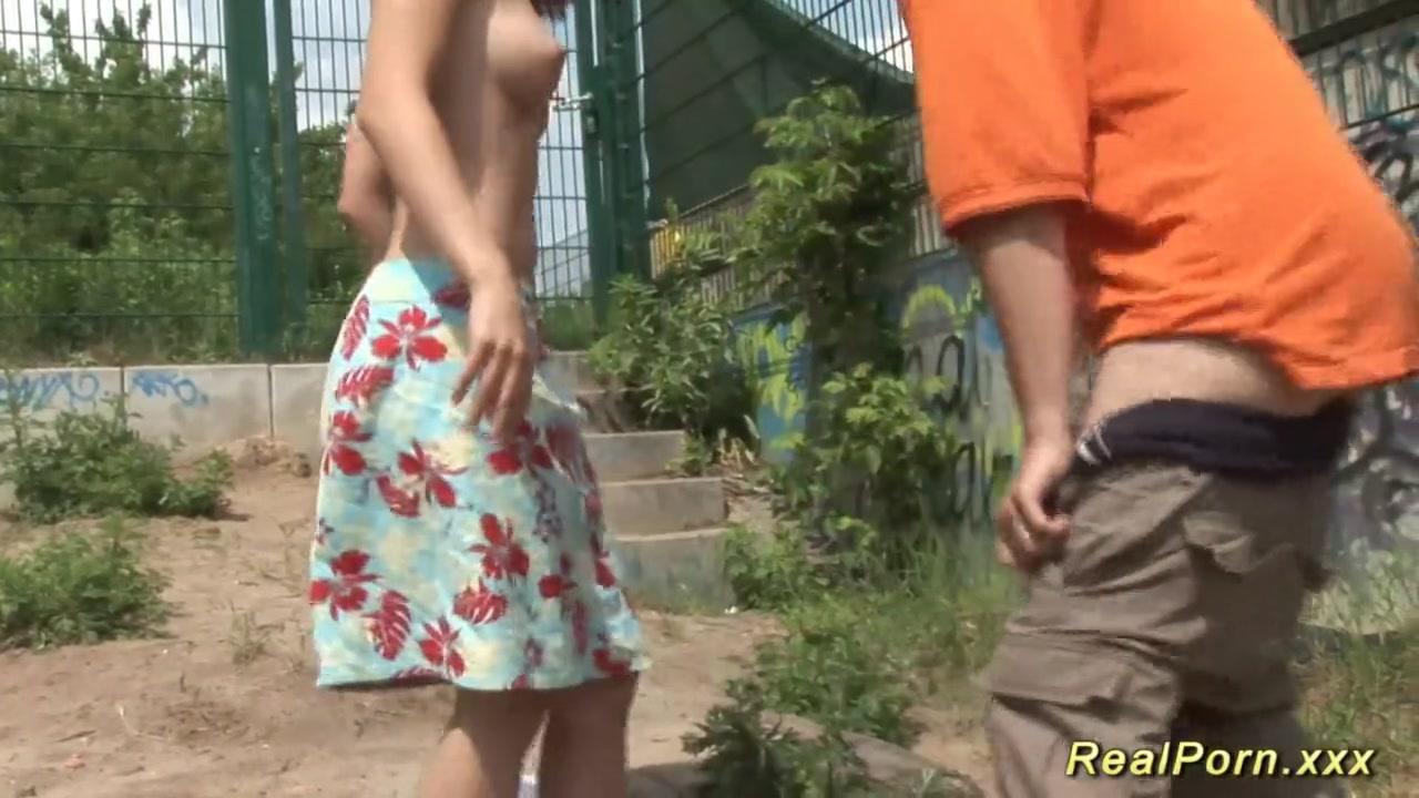 Порно видео молодых пилоток в сперме крупным планом, две девушки и парень на массаже