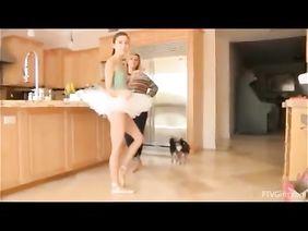 Учитель со стоячим членом порет очаровательную балерину
