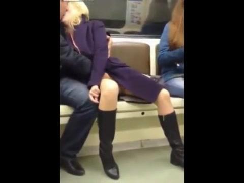 Девка смотреть эротические ролики связанные с метро большие