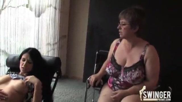 Порно сладкие мамки и их подружки