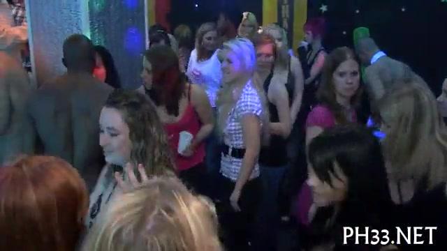 стрептиз девичник в ночном клубе